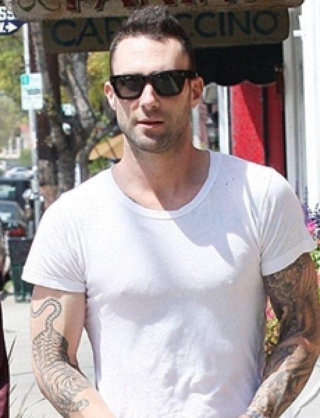 Street Style: Adam Levine