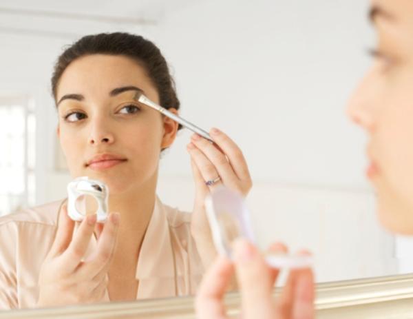 0719 beauty fixes 02 how to get eyeshadow off cheeks li Šest najjednostavnijih beauty rešenja