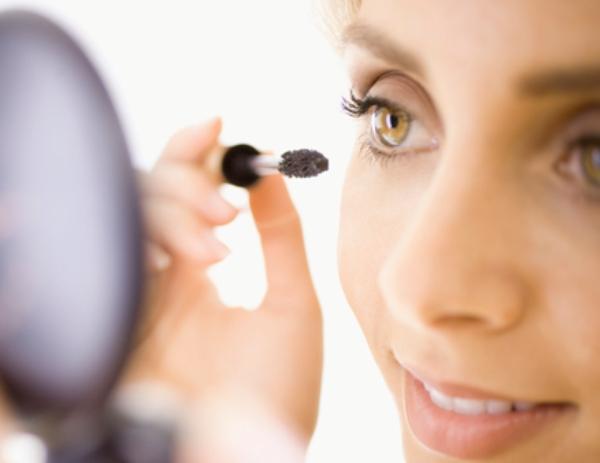 0719 beauty fixes 04 how to make mascara not clumpy li Šest najjednostavnijih beauty rešenja