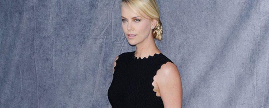 10 haljina: Charlize Theron