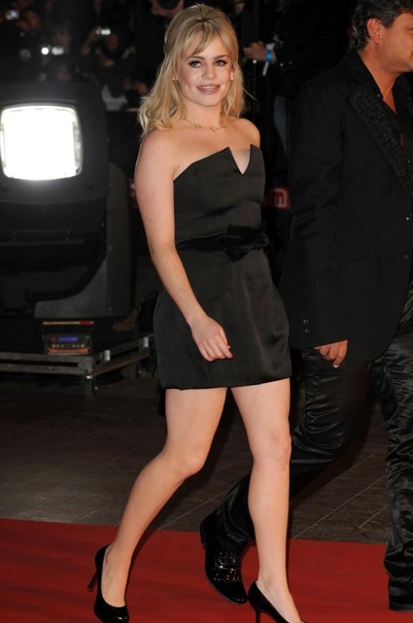 102 Trend sa crvenog tepiha: Mala crna haljina