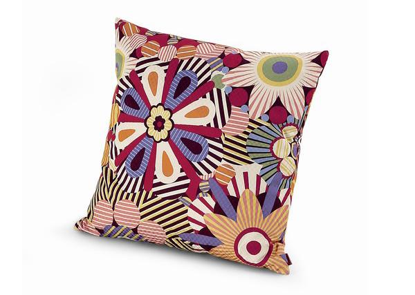 20 Floral Patterned Pillows For Feminine Spaces 5 Trend u enterijeru: Jastuci sa cvetnim printom