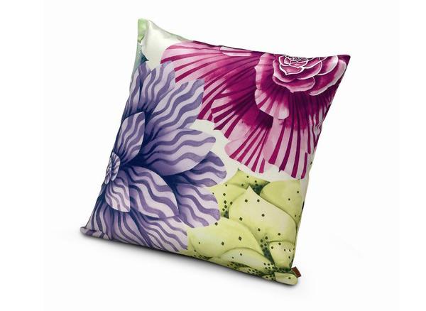 20 Floral Patterned Pillows For Feminine Spaces 7 Trend u enterijeru: Jastuci sa cvetnim printom