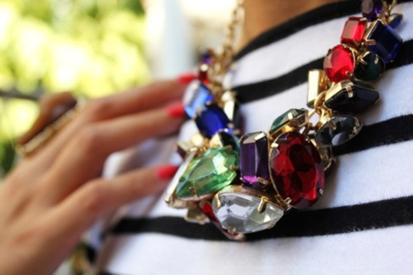 Fotografija br.1 Kako nositi upadljiv nakit