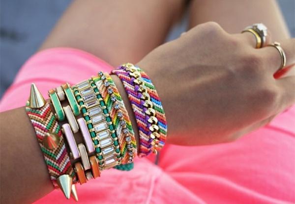 Fotografija br.2 Kako nositi upadljiv nakit
