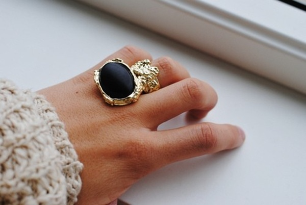 Fotografija br.3 Kako nositi upadljiv nakit