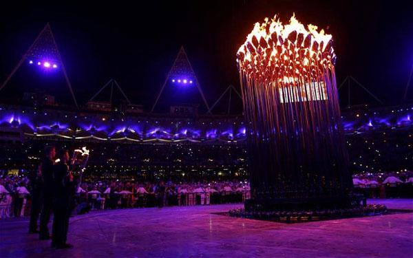SLIKA 6 Deset najluđih momenata sa ceremonije otvaranja OI u Londonu 2012.