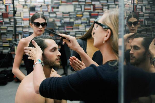 Slika 15 Karl Lagerfeld: Elegancija pogleda