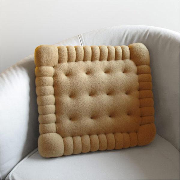 bisquet pillow Trend u enterijeru: Pet zanimljivih detalja
