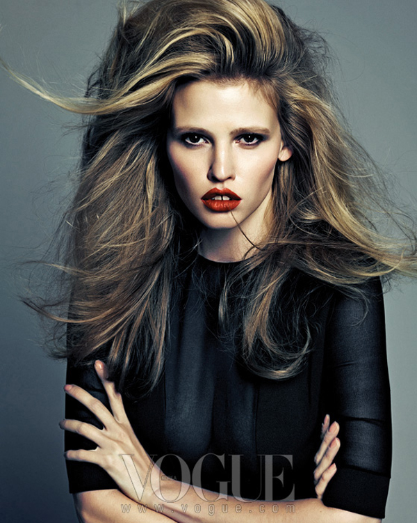 "larastonevoguekoreaaugust20121 ""Vogue Korea"": Moćna Lara Stone"