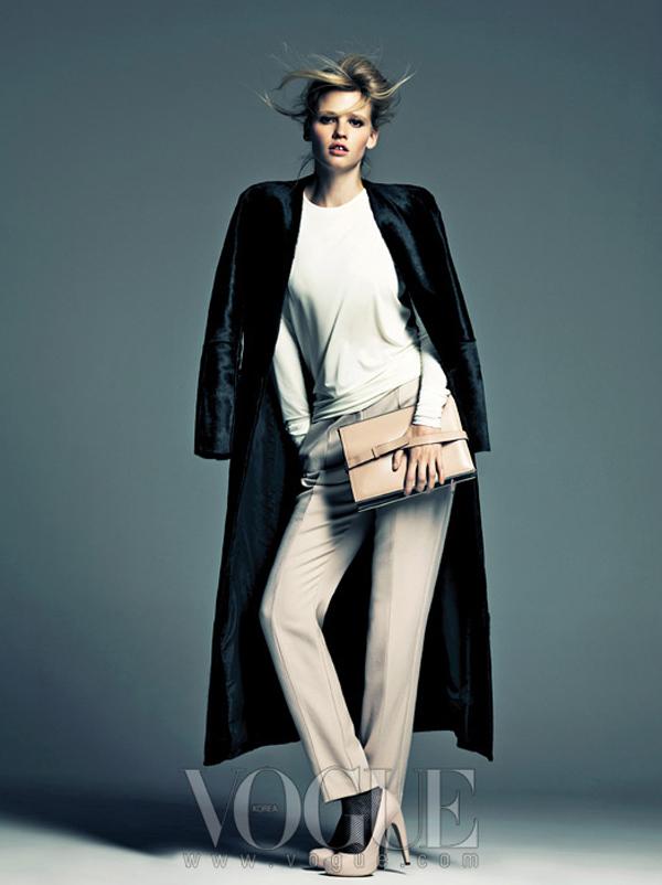 "larastonevoguekoreaaugust20124 ""Vogue Korea"": Moćna Lara Stone"