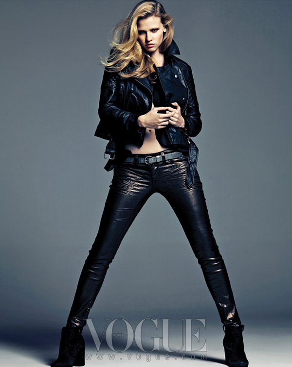 "larastonevoguekoreaaugust20125 ""Vogue Korea"": Moćna Lara Stone"
