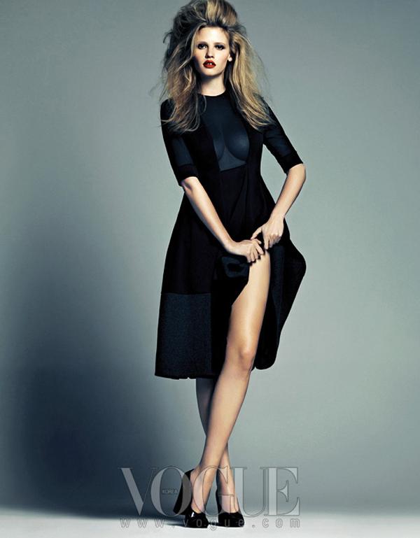 "larastonevoguekoreaaugust20128 ""Vogue Korea"": Moćna Lara Stone"