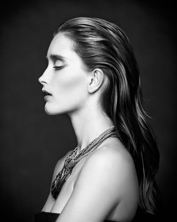"slika 106 ""Vogue Portugal"": Glamurozni crno beli svet"