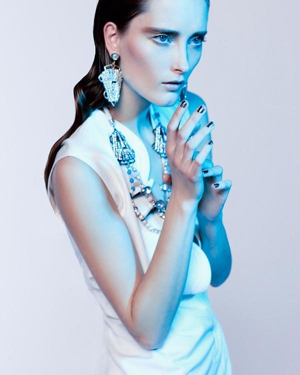 "slika 132 ""Vogue Portugal"": Glamurozni crno beli svet"