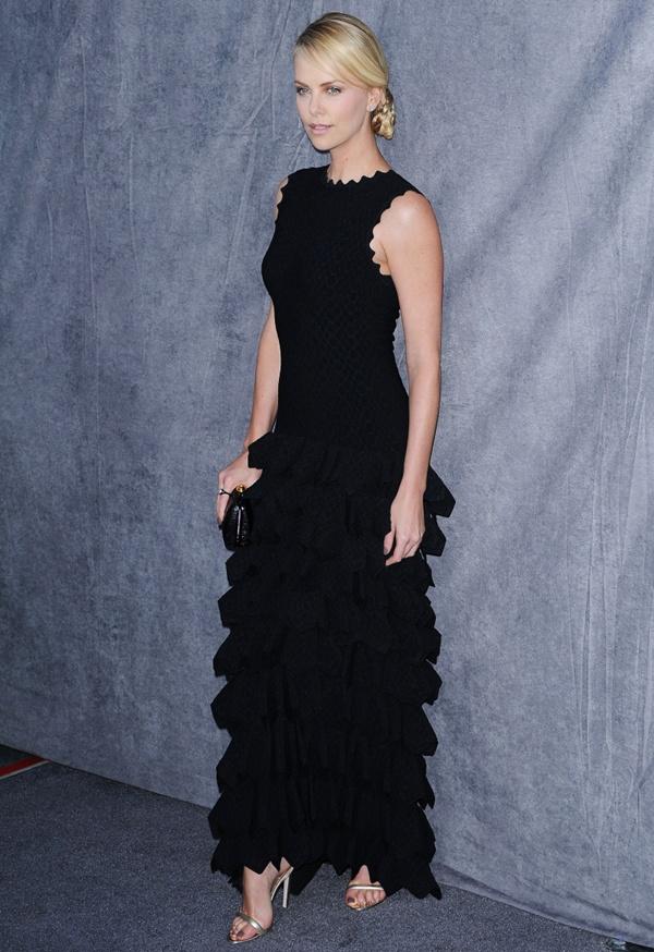slika 430 10 haljina: Charlize Theron