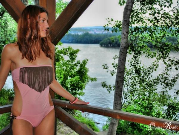slika 512 Trendi kupaći kostimi Šolaja: Zanimljivi detalji i dodir neona