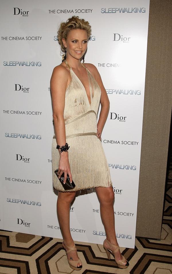 slika 625 10 haljina: Charlize Theron