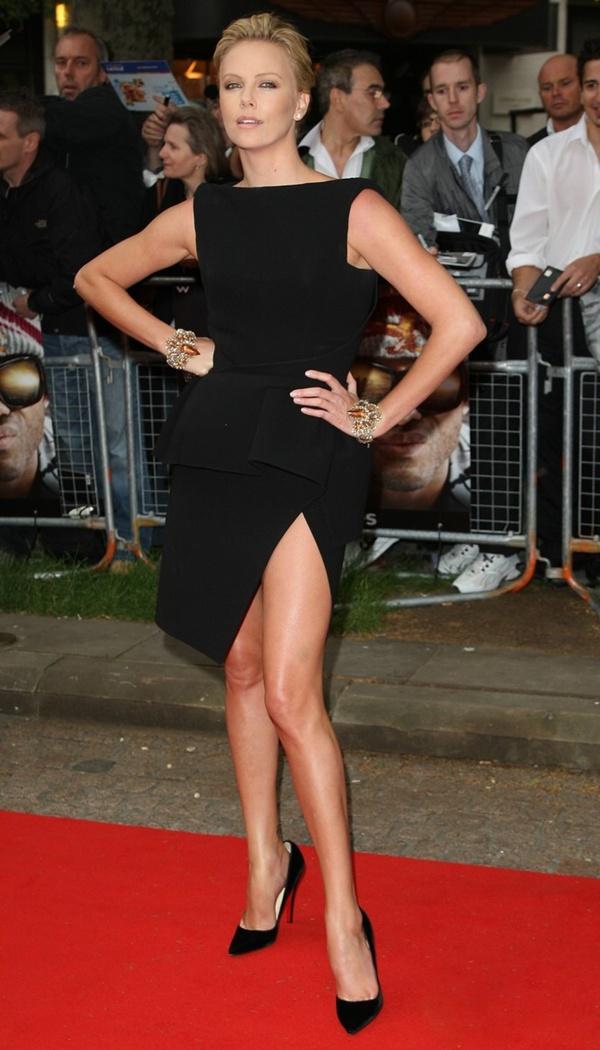slika 723 10 haljina: Charlize Theron