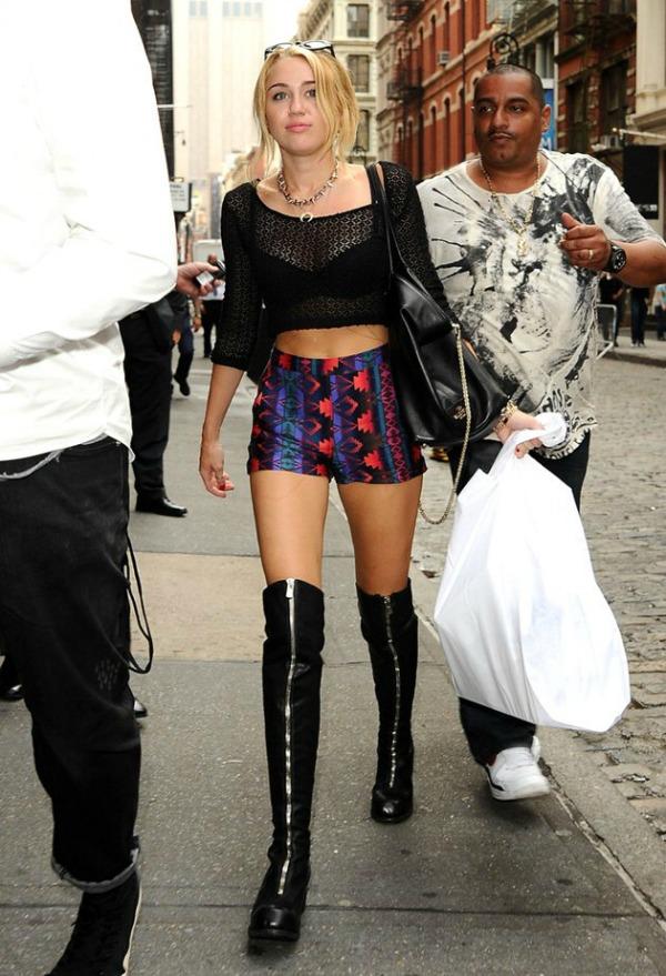 slika majli Fashion No No: Što noge smrde to nema veze, brushalter je bar obukla