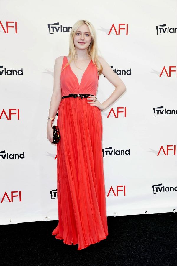 101.jpg1 10 haljina: Dakota Fanning