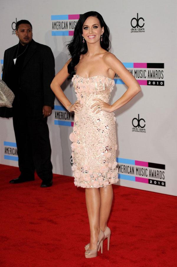 1010 10 haljina: Katy Perry