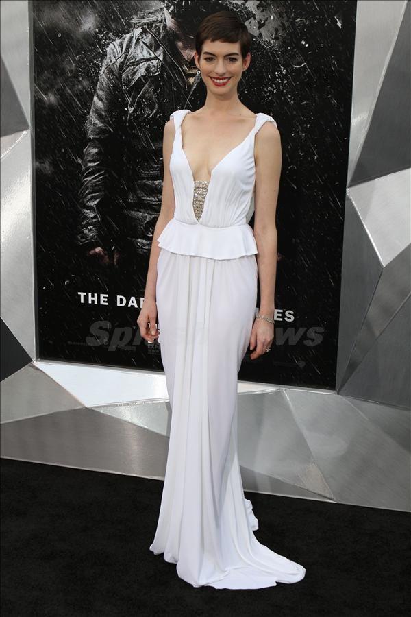 104 10 haljina: Anne Hathaway