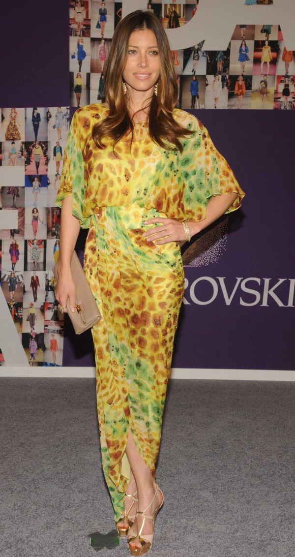 18 10 haljina: Jessica Biel