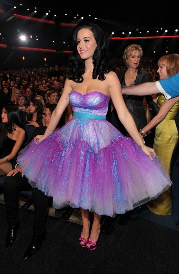 237 10 haljina: Katy Perry