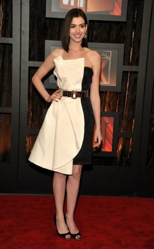318 10 haljina: Anne Hathaway
