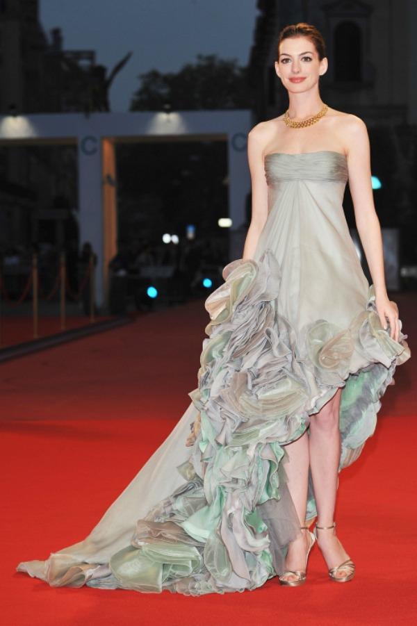 413 10 haljina: Anne Hathaway