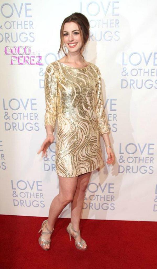 59 10 haljina: Anne Hathaway