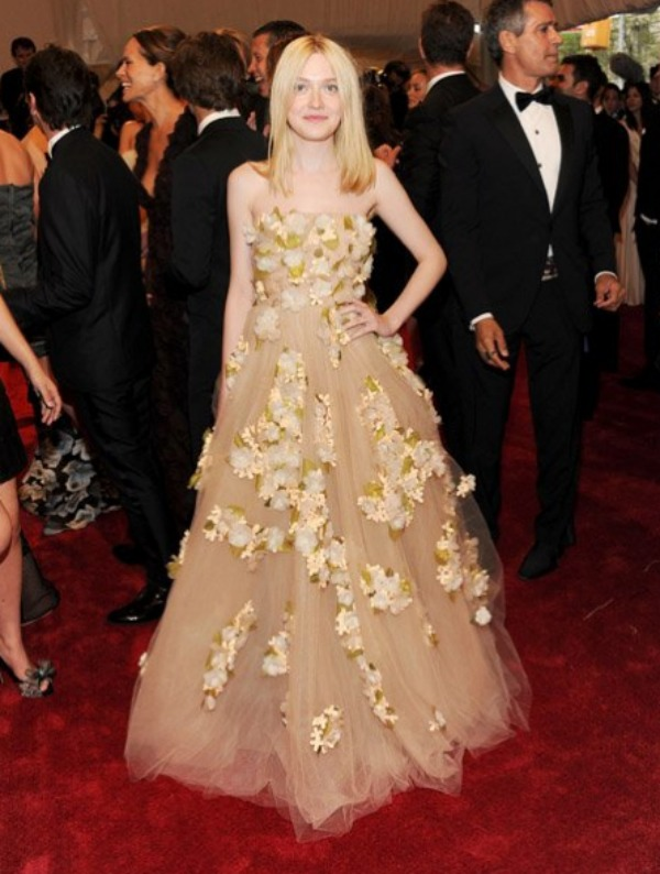 61.jpg1 10 haljina: Dakota Fanning
