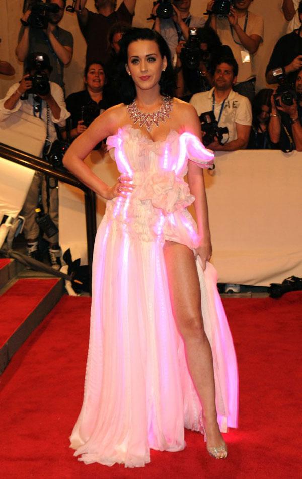 79 10 haljina: Katy Perry