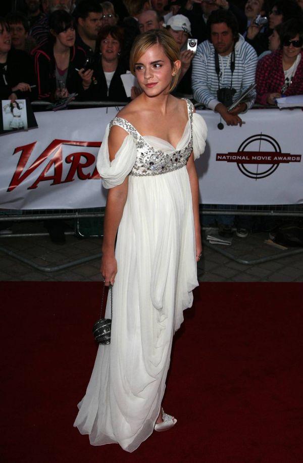 82720733 10 haljina: Emma Watson