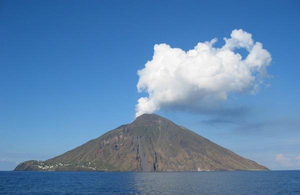 DenglerSW Stromboli 20040928 1230x800 Top 10 najlepših ostrva na svetu
