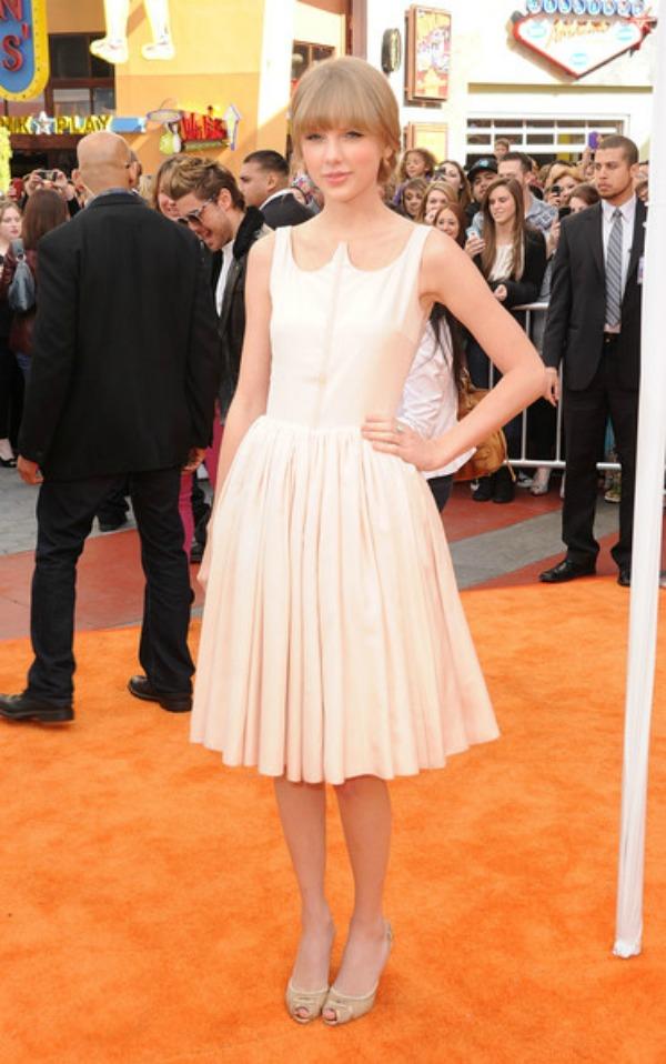 SLIKA 10 10 haljina: Taylor Swift