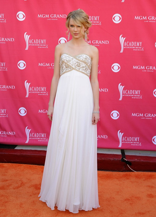 SLIKA 6 10 haljina: Taylor Swift
