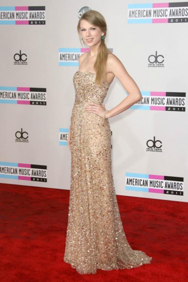 SLIKA 7 10 haljina: Taylor Swift