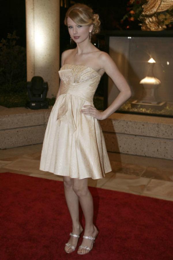 SLIKA 81 10 haljina: Taylor Swift