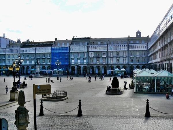 Slika 326 Trk na trg: Plaza Maria Pita, A Coruña
