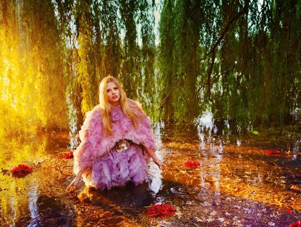 """Slika 73 """"Vogue UK"""": Mračno cvetanje"""