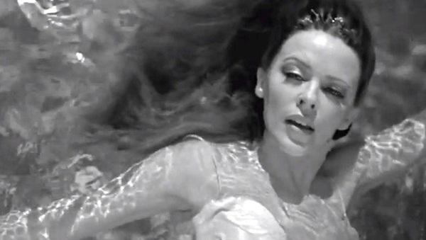 article big 1348677764Kylie Minogue video still 1 Kylie Minogue: Spot za pesmu Flower