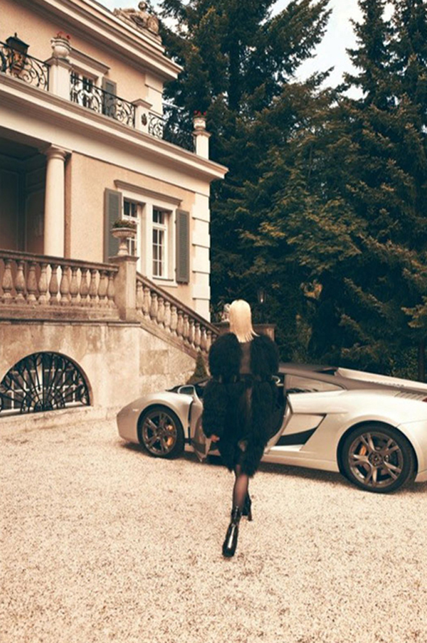 carmen kass3 Vogue Latin America: Carmen Kass, nova Bondova devojka