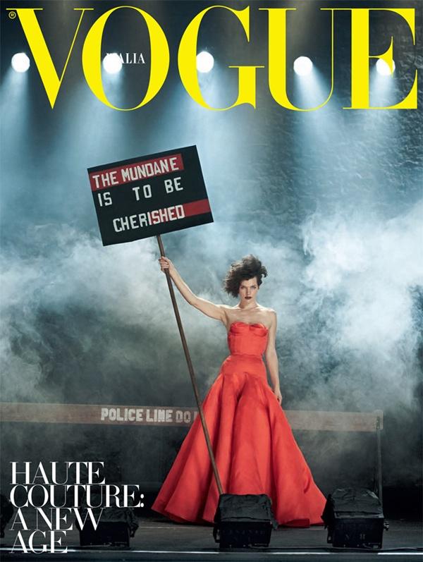 """slika 226 """"Vogue Italia"""": Milla Jovovich kao glamurozna politička aktivistkinja"""