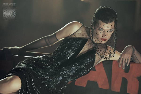 """slika 320 """"Vogue Italia"""": Milla Jovovich kao glamurozna politička aktivistkinja"""