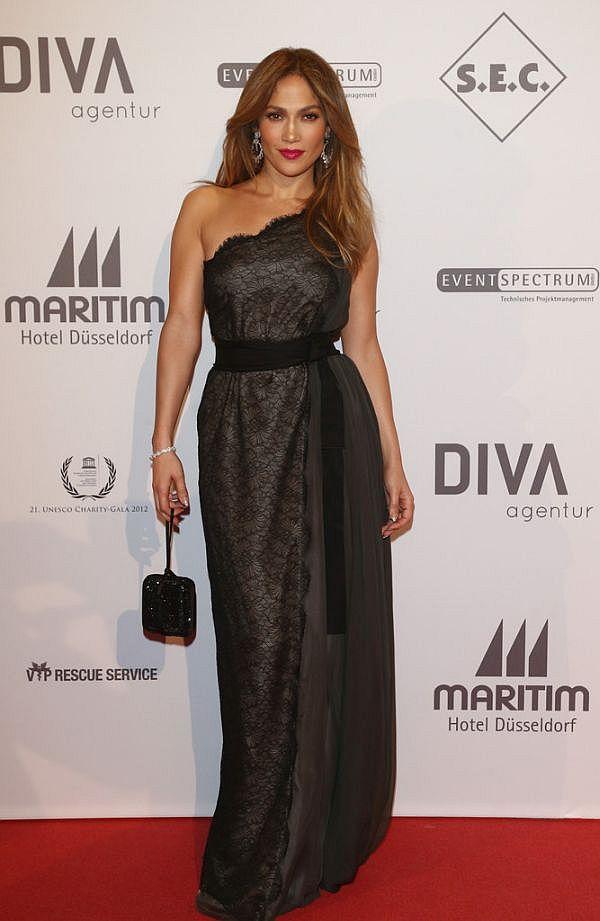 160 Modni zalogaj: Humanitarka Jennifer Lopez izgleda fenomenalno
