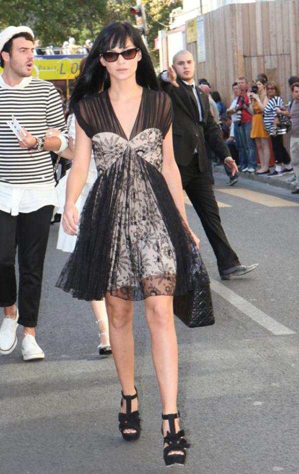 5.2 Street Style: Leigh Lezark