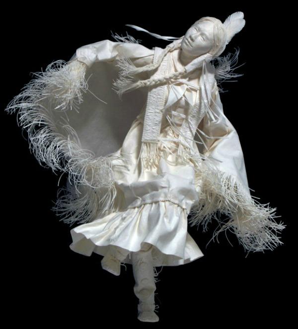 Slika 429 Skulpture od papira