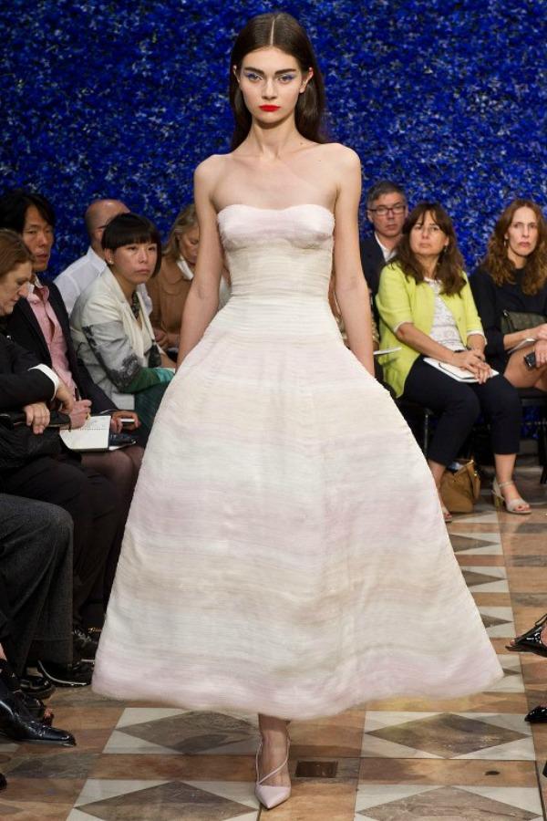 Slika 828 Deset trendi haljina za hladne dane